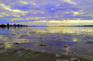 2020-04-01_Sunset-on-Ottawa-River_posted-Apr-11-2020-Yasso-Leung1-300x196